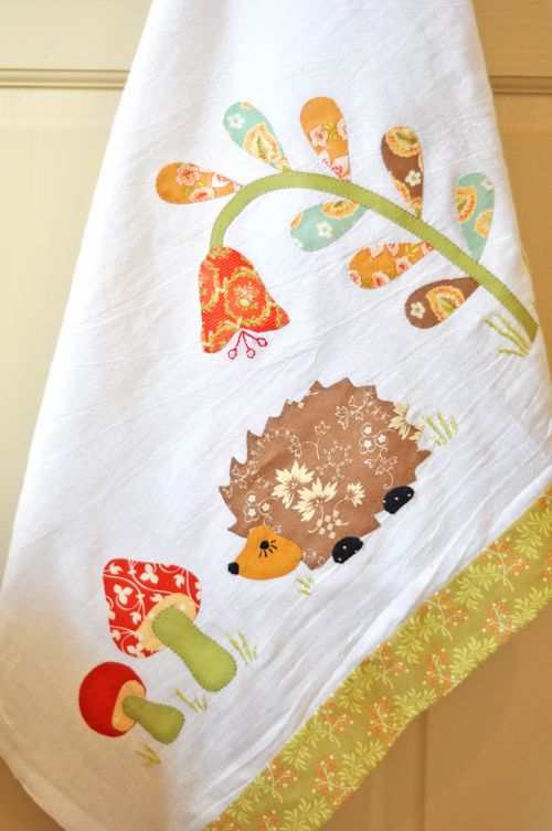*squeeee* such a cute hedgehog aplique from the 11th day of Christmas on the Fresh Figs blog