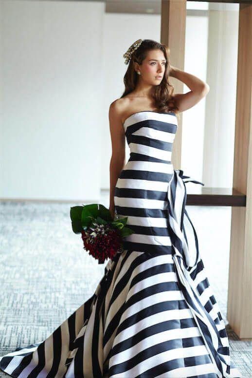 福岡県・九州でウエディングドレスのレンタルするなら山田屋。ドレスの品揃えは3000着以上で、福岡県・九州NO.1です。さらに提携ブランド数70以上と提携先の結婚式場数も福岡県・九州NO.1。ドレスは最大50%OFF!どんな「体型」、「好み」でも理想のドレスが見つかります。