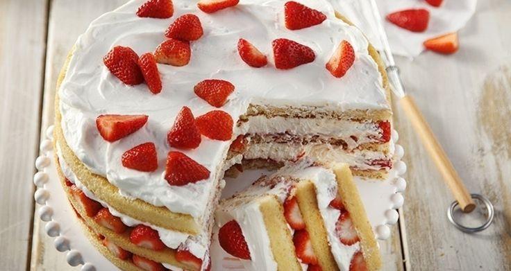 Ανάλαφρη τούρτα με κρέμα και φράουλες