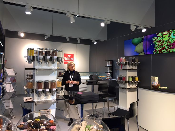 Modern candyshop in Germany #candyshop #retail #candy #boutique #dispensers