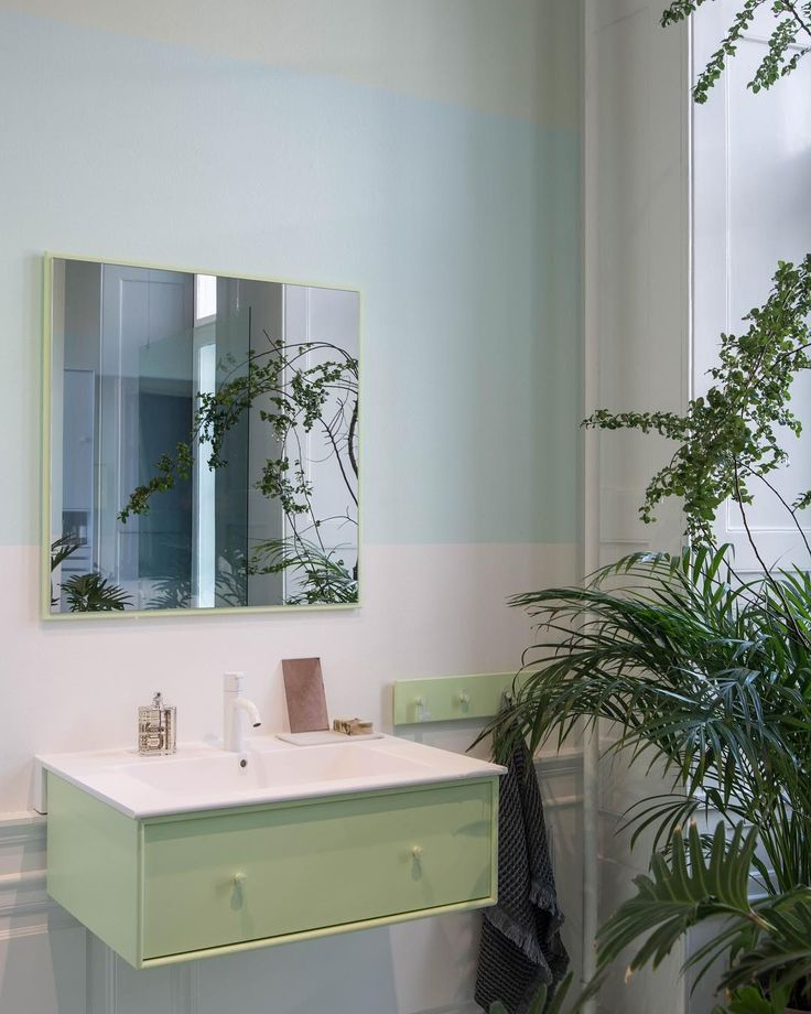 Last night at the grand opening of @montanafurniture and @erikjoergensen showrooms in CopenhagenI just felt in love with this beautiful bathroom interior in pastel colours from Montana styled perfectly with lush plants. Take a look at these amazing spaces on my stories. I felt so happy to finally meet the lovely and talented @thedesignchaser who came all the way from New ZealandNow of to explore more of @3daysofdesign. Have a lovely day dear dudes! #montanafurniture #danishdesign #desi