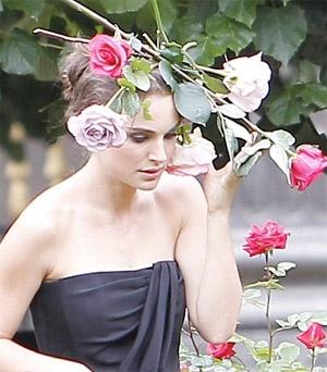Natalie Portman Miss Dior shoot May 2012.jpg (300×342)