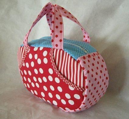 Pebebelle    ist ein praktisches kleines Köfferchen, das Mädchenherzen höher schlagen lässt ;o)    als Beautycase, Schminkkoffer, Kindertasche, Handta