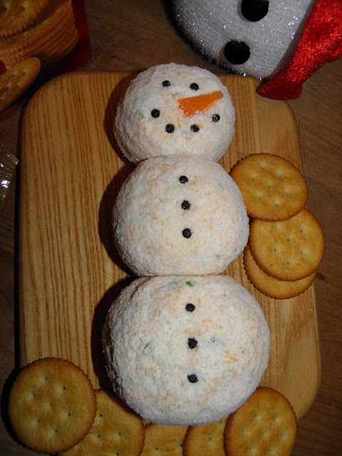 Snowman Cheese Ball - My mom's staple at every Christmas party! SO adorable!