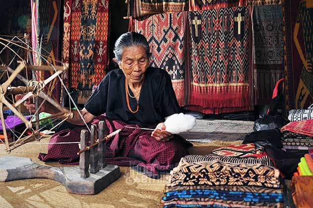 Weaver in Toraja