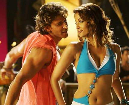 Hrithik Roshan and Aishwarya Rai steaming it up in Dhoom 2 <3