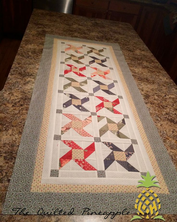 THE QUILTED PINEAPPLE: Tootsie Pops Table runner