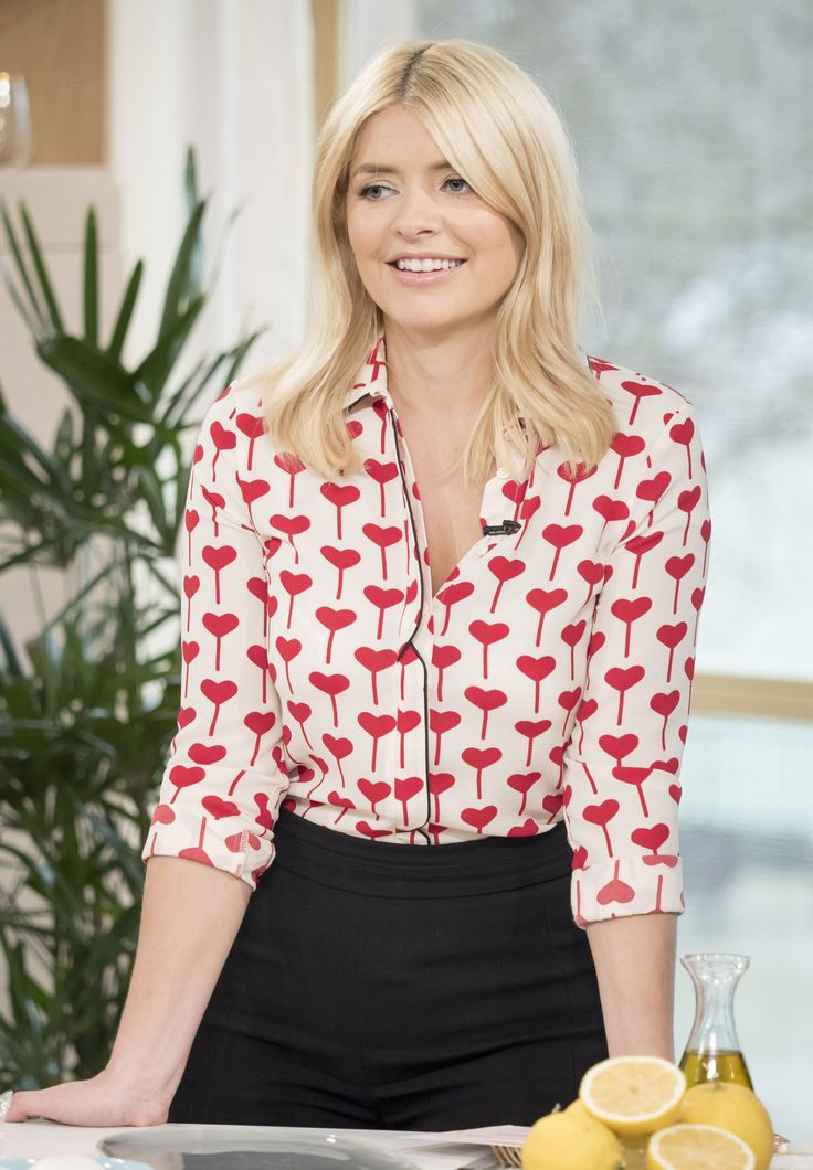 Holly Willoughby – This Morning 01.02.16