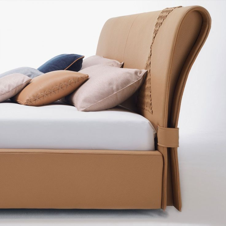Onda is a bed, available in queen or king size, with an original design and a refined personality. Details are the key feature of Onda: the headboard has been enriched with two buckles and with one or two interlaced designs.