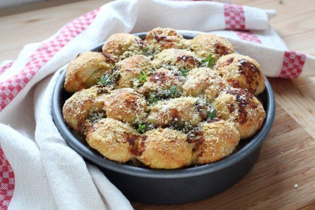 Monkey Bread salé : parmesan, pesto, pâte à pizza... La recette pour grimper au septième ciel ! - Diaporama 750 grammes