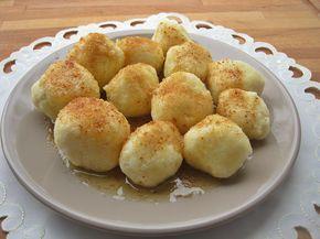1 kg chudego (lub półtłustego) twarogu 1 szklanka kaszy manny (190 g ) 1 łyżka mąki ziemniaczanej 3 jajka 4 łyżeczki cukru waniliowego