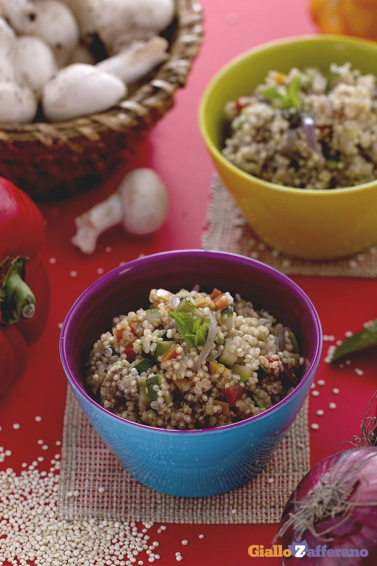 La #quinoa con verdure (quinoa with vegetables) è un piatto vegetariano semplice da preparare e molto nutriente! #ricetta #GialloZafferano #italianrecipe #vegetarian
