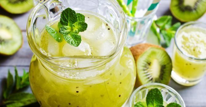 Recette de Cocktail détox kiwis, pommes et menthe sans alcool. Facile et rapide à réaliser, goûteuse et diététique.