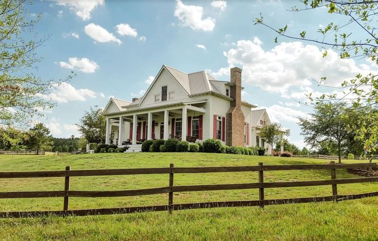 """Love the red shutters! The Farmhouse in """"Miracles from Heaven"""" Movie"""