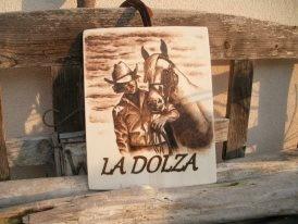 Pannello in legno di pioppo pirografato con nome e riproduzione fotografica del soggetto.  40cm x 30cm
