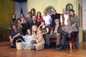 """Το θεατρικό έργο """"ΚΟΚΚΙΝΑ ΤΡΙΑΝΤΑΦΥΛΛΑ ΓΙΑ ΜΕΝΑ"""" ανέβηκε από το Μορφωτικό Σύλλογο Τυρνάβου το 2007, σε σκηνοθεσία Στέλιου Ντικούδη.        ..."""