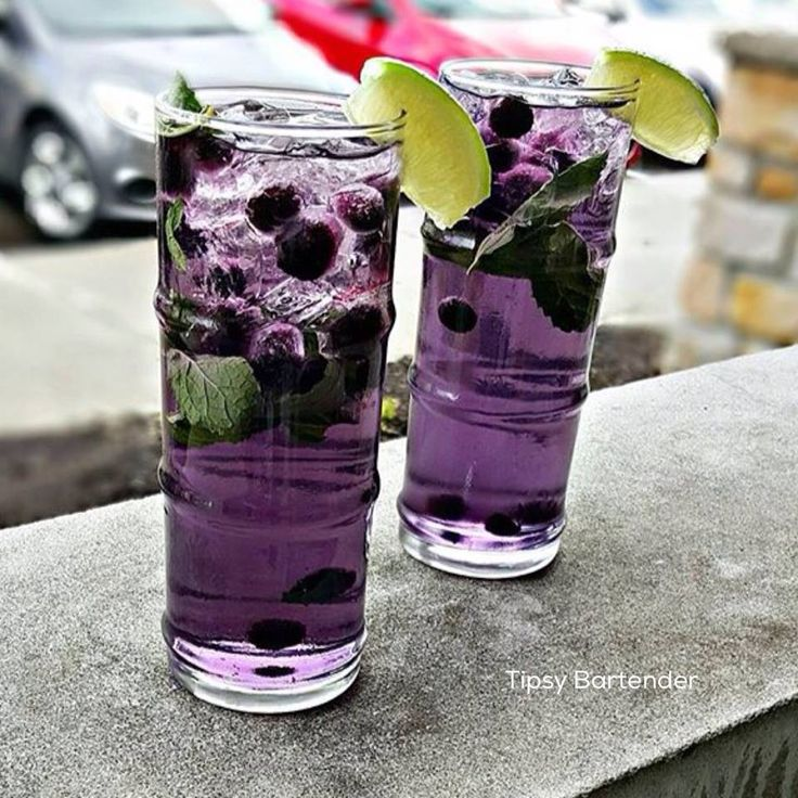 Lavender Blueberry Mojito - For more delicious recipes and drinks, visit us here: www.tipsybartender.com