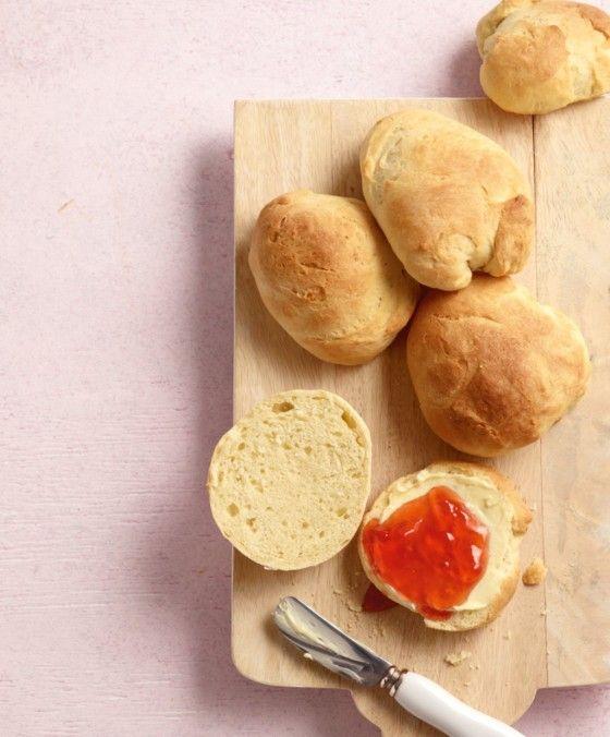 Klein und rund sind sie die perfekten Frühstücksbegleiter. Mit Butter und Konfitüre können wir gar nicht genug davon bekommen.