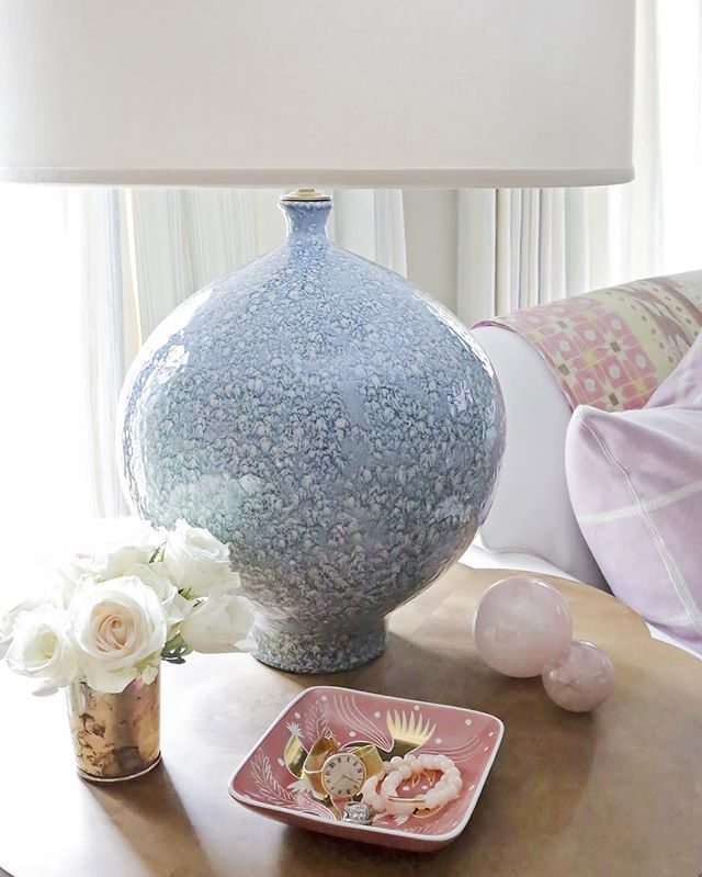 Another shot of the Gaios lamp from @aerin blog post, where I talk about accessorizing. Link in profile. @paigerumorephoto you knocked it out of the park with these beautiful images. #AERINlighting #rachelhalvorsondesigns #paigerumorephotography