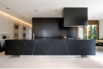 Black marble kitchen Source: Johannaeo