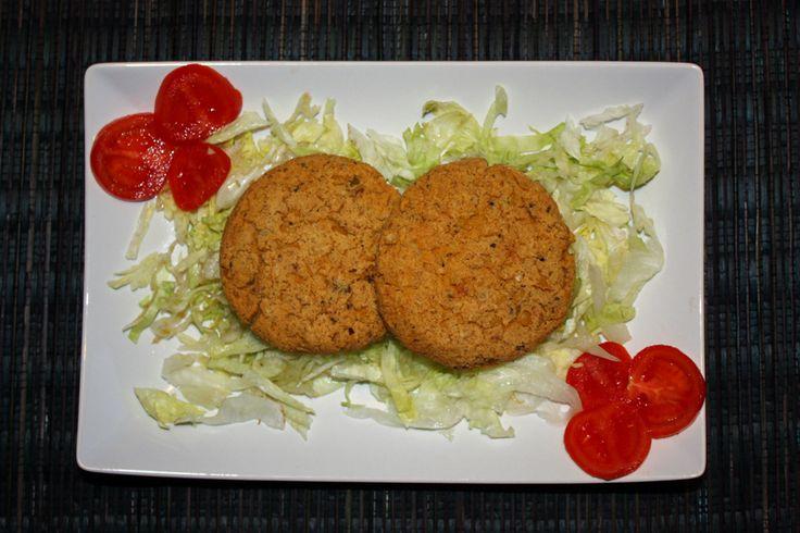 Burger di tofu e ceci - Burger di tofu morbidi e gustosi. I ceci donano un sapore più corposo senza coprire troppo il gusto del tofu aromatizzato.