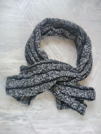 Μάλλινο σάλι χειροποίητο σε μαύρο γκρι. Φοριέται στους ώμους και τυλίγεσαι για ζέστη. Φοριέται σαν μπόλικο κασκόλ. Φοριέται καλύπτοντας κεφάλι και ώμους τυλίγοντας το λαιμό. #blanketcoat
