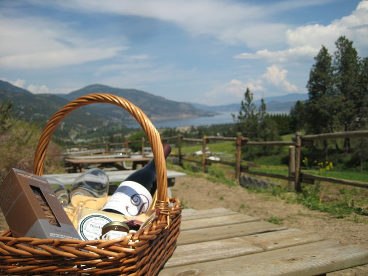 Picnic area at Rollingdale Winery in West Kelowna. Looks inviting!