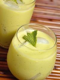 Receita de suco de abacate anti celulite. Abacate, agua, linhaca, hortela e limao. Demaaaaiss!!
