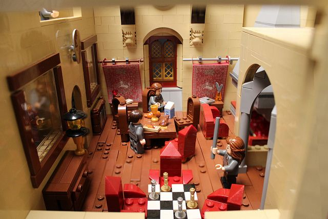 Gryffindor common room interior of an amazing Lego Hogwarts... Click through for the rest, it's amazing! I want to make it...