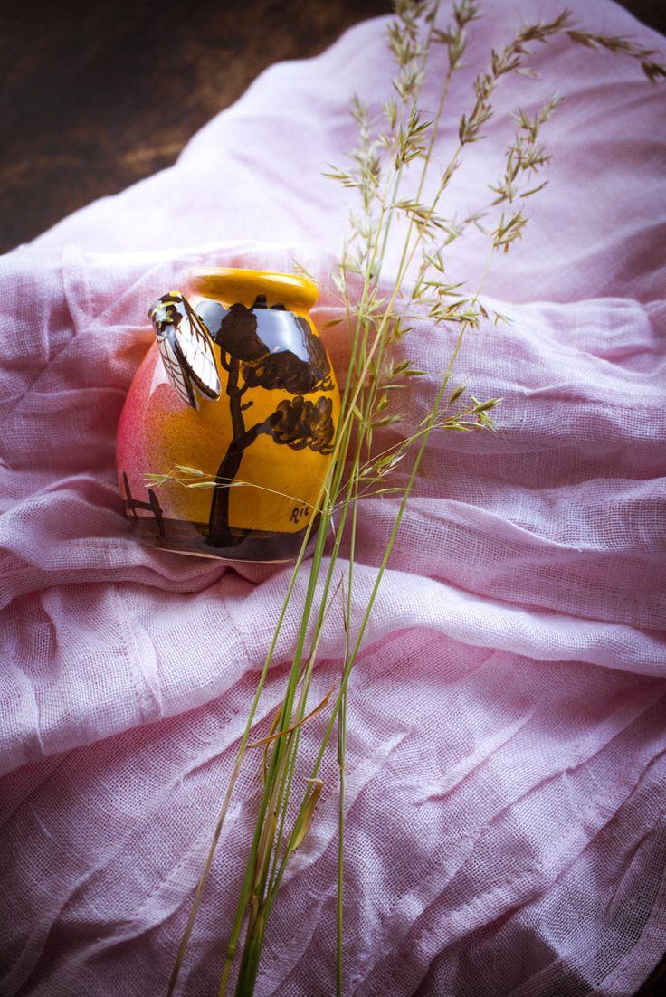 petit pot #provençale, #cigale et #méditerranée, le #bien-être passe aussi par le #soleil, #aromathérapie, les produits #bio aux #huiles #essentielles , #ambiance #salle de bain #décoration #phytotherapie  http://www.marielys-lorthios.com/
