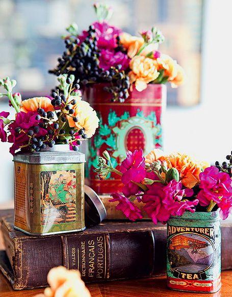 Arranjos. Nunca mais jogue os pacotes fora. Potes, vidros e caixas podem ganhar charmosas novas funções em casa. Com um pouco de criatividade, eles viram vasos, porta-utensílios, brinquedos, presentes e muito mais. As soluções são simples, econômicas e evitam o desperdício.
