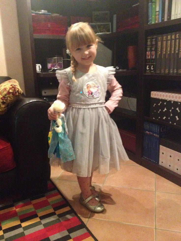 Outfit Elsa Frozen Abito per la festa di compleanno a tema Frozen. Bellissimo vestito della Disney, di tulle, elegante e adatto a varie occasioni