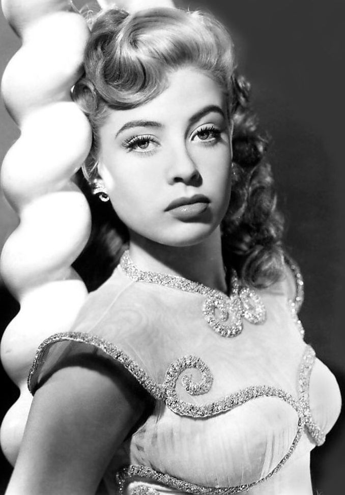 Gloria DeHaven born:07/23/1925.