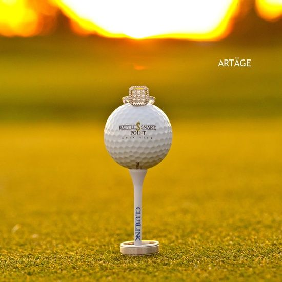 Cute way to show off the ring! Great if your man is a golfer or if you are getting married on a golf course!
