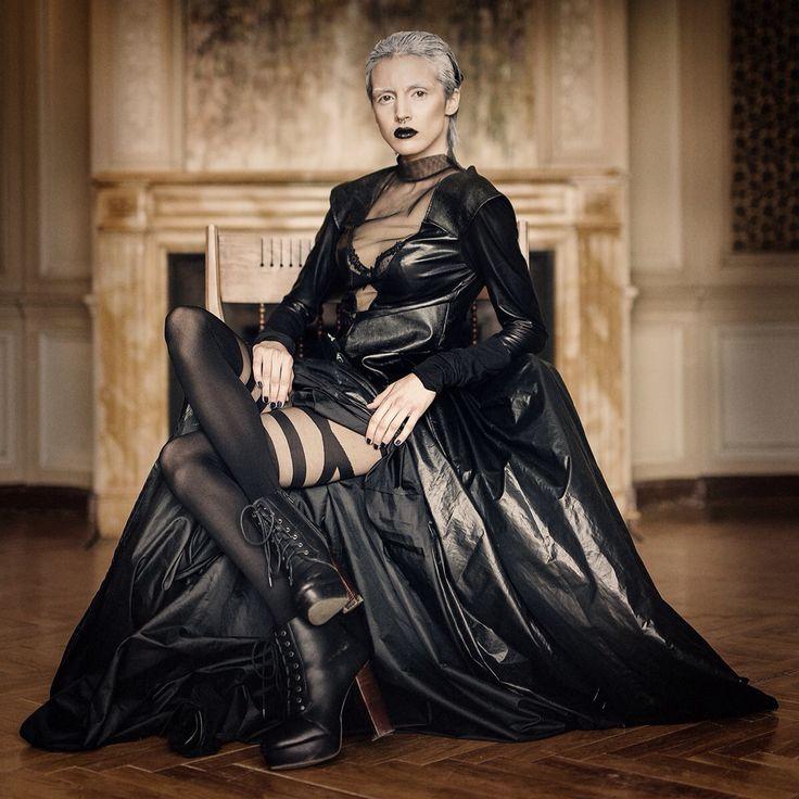 Black Widow.                              Photo: Daniel Bidiuk.                     Designer: Justna Waraczyńska- Rosenbeiger VARMA couture.                          Modela: Karolina Kumorek