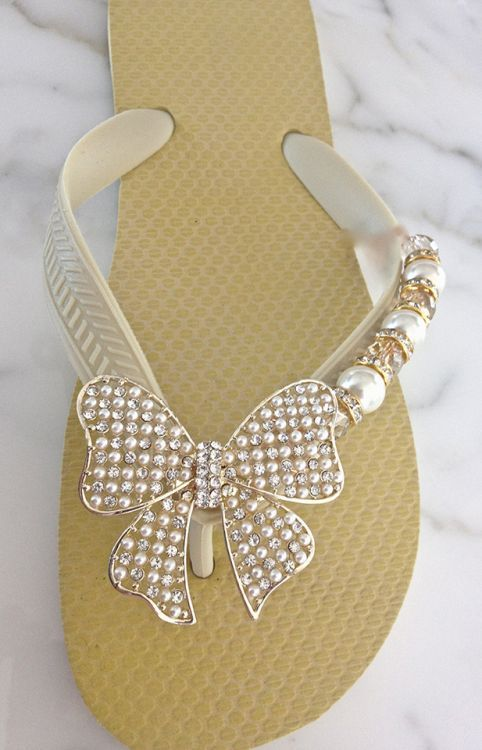 Flipinistas :: Inspiration: What a great idea to embellish flip-flops! Many colorful, fun designs with lots of bling!