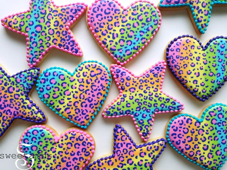 Learn how to make rainbow leopard print cookies in this tutorial by SweetAmbs
