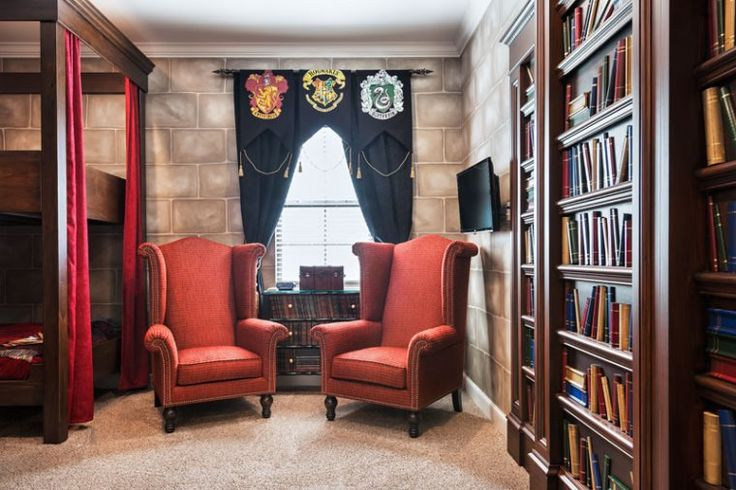 This Harry Potter-themed bedroom in 445 Muirfield Loop in Reunion Resort in Orlando is filled with wizardry and wonder