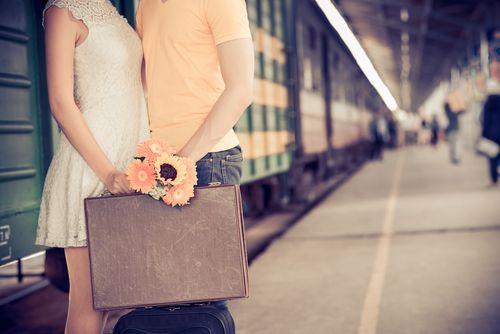 Mehr als 10 Tipps wie die Fernbeziehung gelingt und wie Sie trotz Liebe auf Distanz und typischer Probleme als Paar glücklich werden...  http://karrierebibel.de/fernbeziehung-tipps/