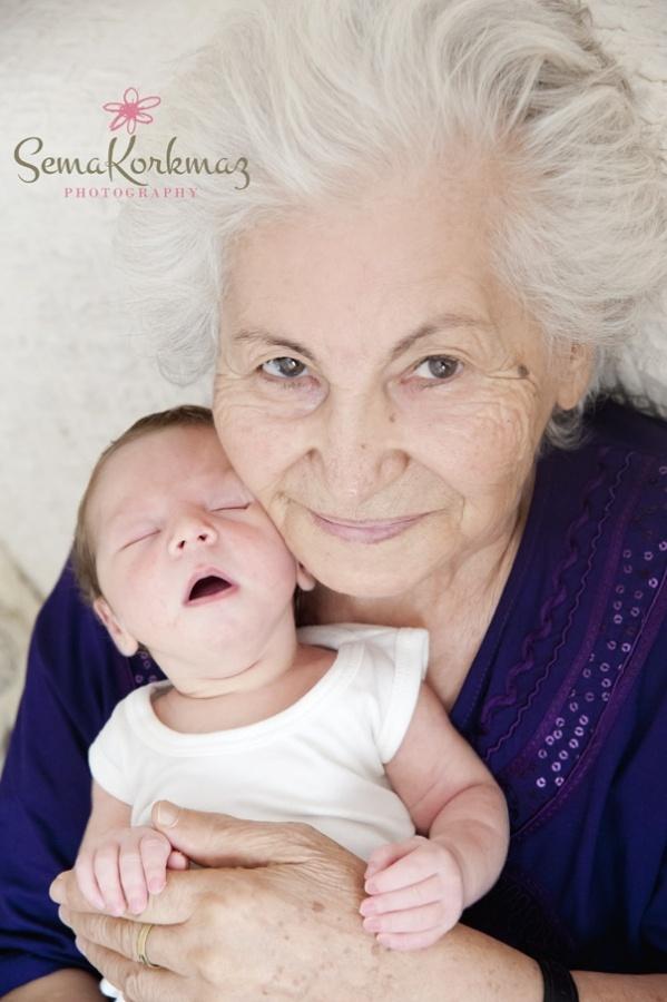 Deniz Bebek 1 Ağustos 2012  günü Çamlık Hastanesi'nde  dünyaya gözlerini açtı… Sarıya çalan saçları pamuk teniyle hemen gönüllerimiz çaldı.  Annesi Ezgi Ozan Bölükbaşı ve  Babası Hakan Bölükbaşı'nın heyecanına diyecek yoktu. Tüm aile fertleri sımsıkı sardı Deniz Bebeği. Hele ki büyük büyük annesi Denizden bahsederken gözlerinde güller açıyordu. Böyle tutku dolu bir aileye Hoşgeldin Deniz Bebek.  İşte karşınızda, bu güzel ailenin Deniz Bebekle çekilen ilk fotoğrafları…