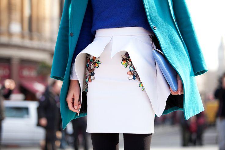 Patricia Chang peplum rok | Sowieso een heel mooi model, deze witte rok. En dan ook nog versierd met rhinestones...