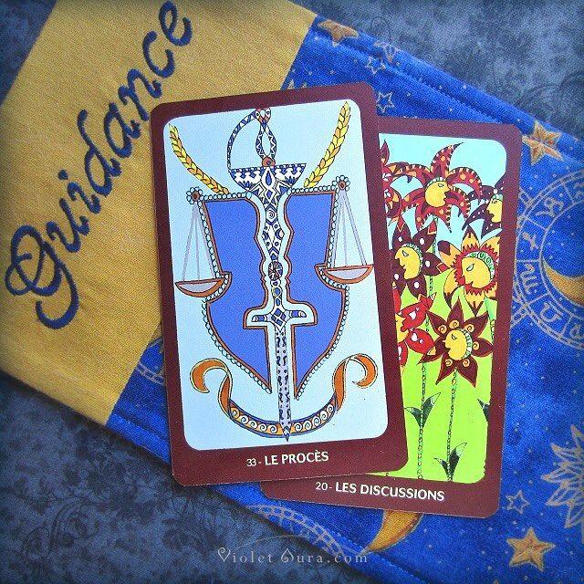 Cards from the Oracle de Claude Alexis. / Photo © www.VioletAura.com