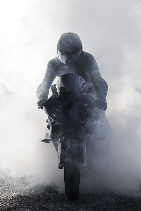 Moto y neblina