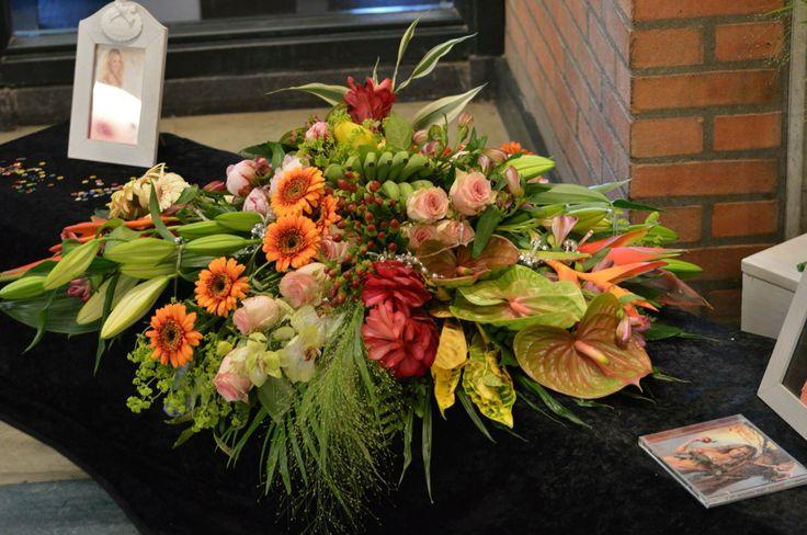 funeralwork/ rouwwerk tropische bloemen