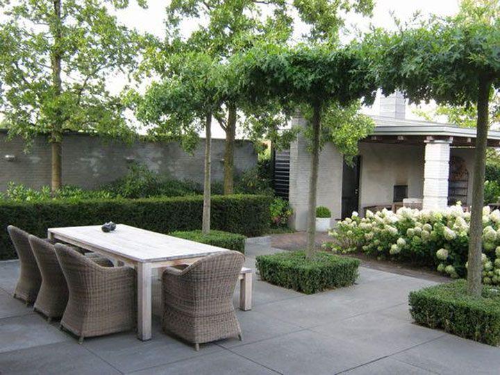 Voordat je hieraan toe bent, moet je eerst jouw terras klaarmaken voor de zomer. Volg onderstaande tips om jouw terras voor te bereiden op de warmere dagen.