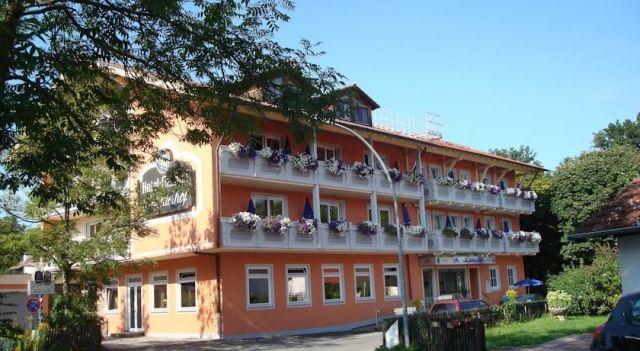 Hotel Gasthof Seefelder Hof - 3 Star #Hotel - $94 - #Hotels #Germany #DießenamAmmersee http://www.justigo.com/hotels/germany/diessen-am-ammersee/gasthof-seefelder-hof_203289.html