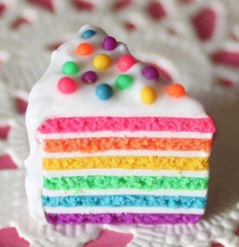 Mooie strakke regenboog taart