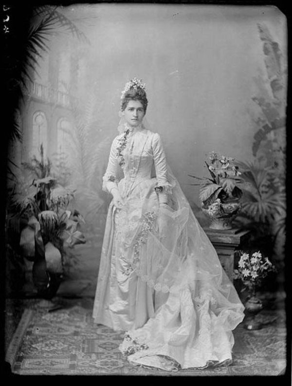 Exquisite Wedding Dresses of the 1800s (4/14) - Old Photo Archive