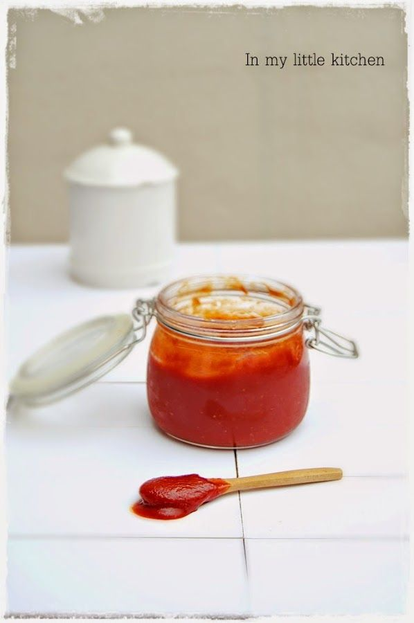 Cómo hacer kétchup casero. Te apuntan todos los pasos para prepararlo desde el blog In My Little Kitchen.