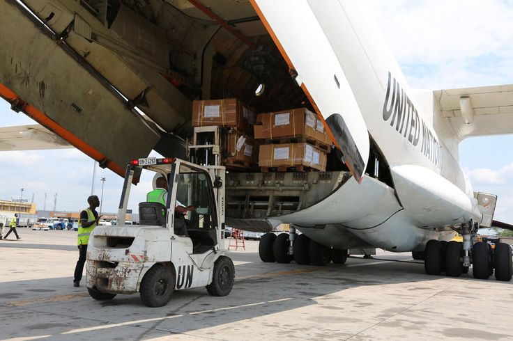 Election materiel being loaded in Kinshasa, Democratic Republic of the Congo (DRC), onto an aircraft of MONUSCO to be routed to Lubumbashi. Photo: MONUSCO/Michael Ali